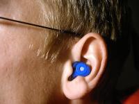 El 86 % de los españoles sufren molestias en los oídos en verano