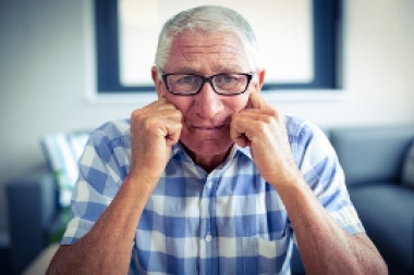Más estudios muestran la relación entre pérdida de audición y demencia