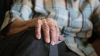 El uso de audífonos puede ayudar a proteger el cerebro y reducir el riesgo de demencia